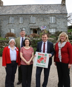 Left to right: Dawn Cardell (RABI Cornwall Chairman), Patrick Aubrey-Fletcher (NFU South West), Hannah Elford (Degembris Farm), George Eustice (Food and Farming Minister) and Mary Pengelly (Regional Director, Farm Stay UK)